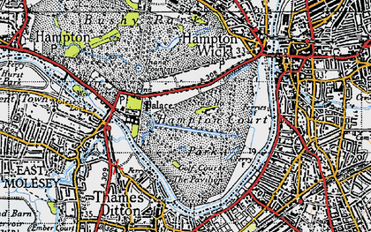 Old map of Hampton Court in 1945